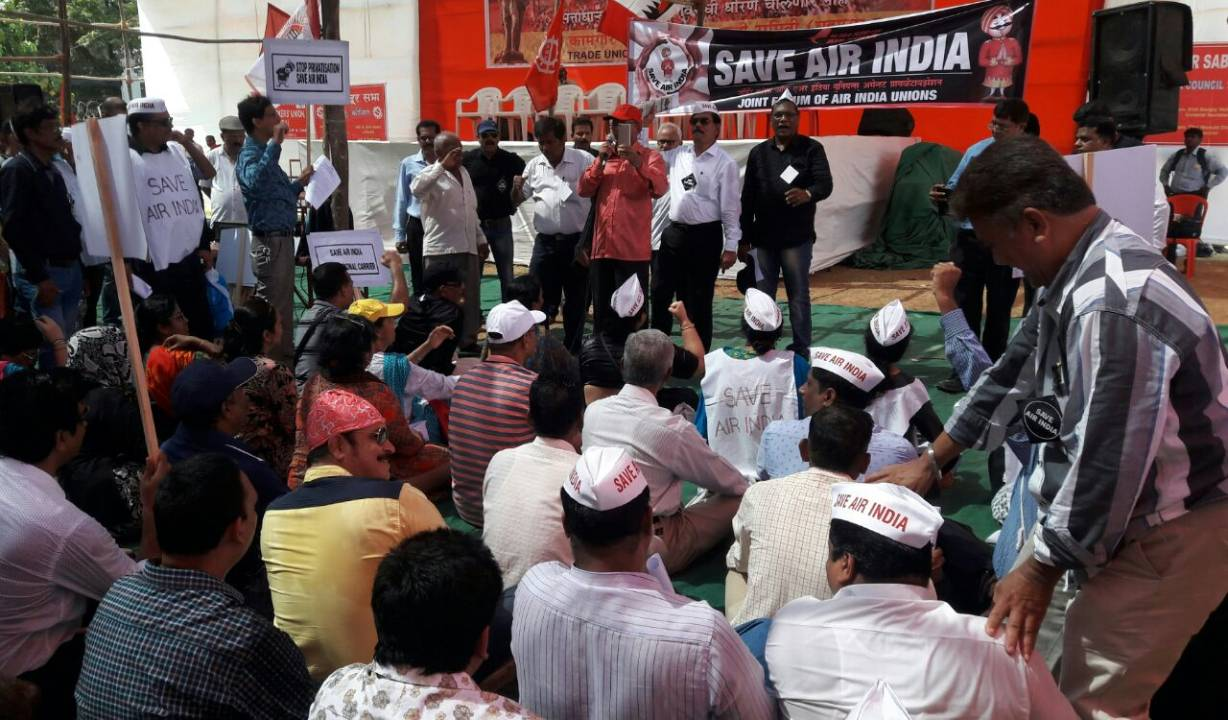 Air India unions launch a joint campaign against privatisation