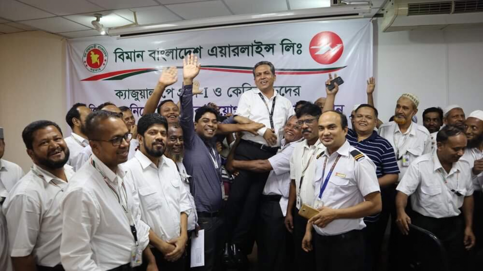 Union campaign wins full contracts for 400+ Bangladeshi airline workers