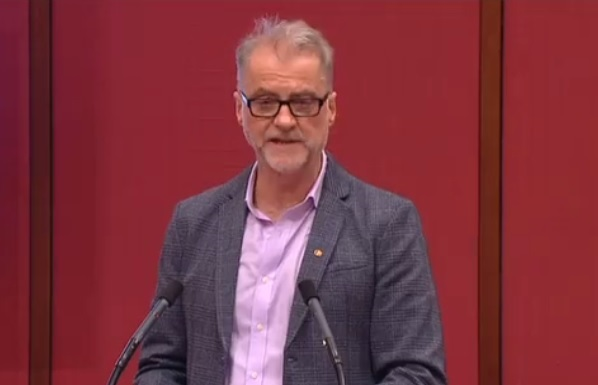 Australian Labour Party Senator speaks against attacks on jobs and conditions across the Australian aviation industry